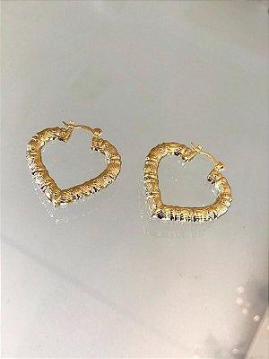 Brinco Argola Coração Desenhado Dourado