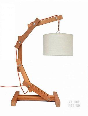 """Luminária de mesa articulada """"C"""""""
