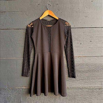 Vestido Costas Rendadas Preto