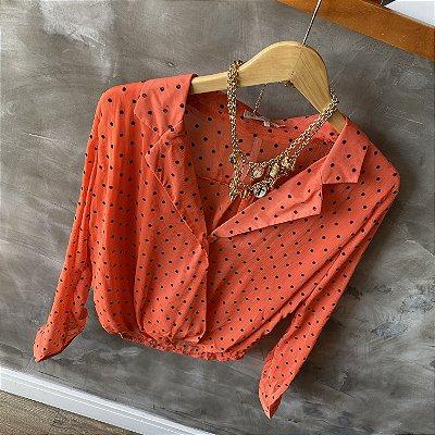 Camisa Transpassada Poá Coral