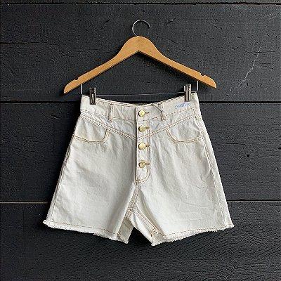 Short Jeans Claro Botões