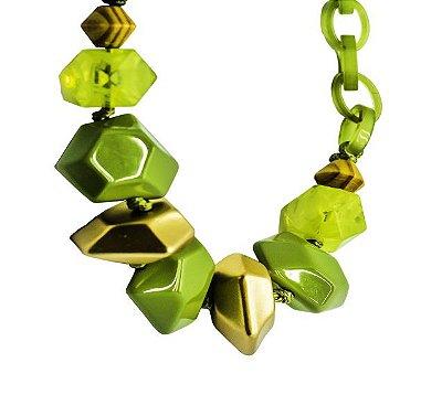 Colar em resina na cor verde