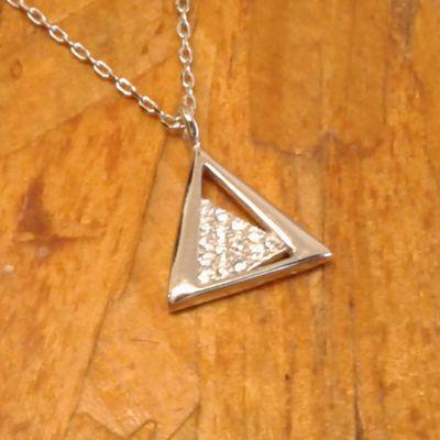 Colar triangulo