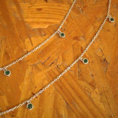 Colar longo zircones verdes