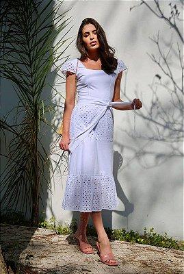 Vestido Midi Branco Em Tricoline Com Detalhes Em Laise Babado E Acompanha Cinto Faixa - 2345