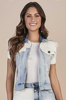 Colete Jeans Bloco De Cores Com Fechamento Em Zíper E Barra Assimétrica Desfiada Titanium - 25773