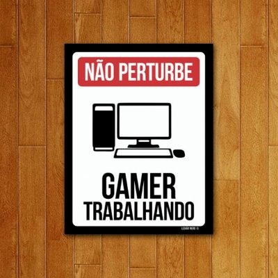 Placa Decorativa Gamer trabalhando PC