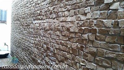 Mosaico português / Petit Pave colocado em parede cor caramelo