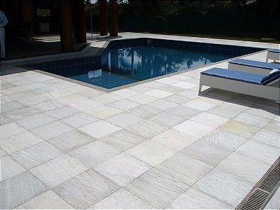 pedra São Tomé 37 x 37 clara / branca quartzito