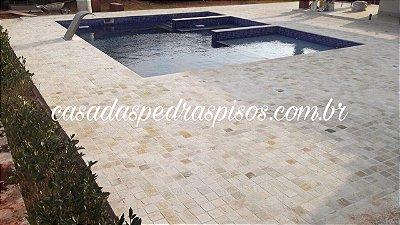 Pedra São Tomé branca 10x10 anticato corte manual