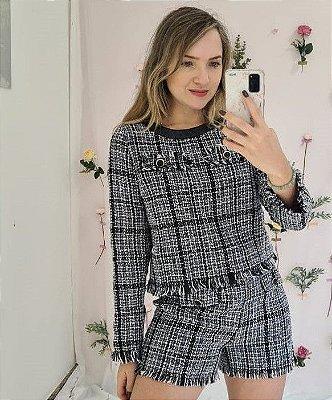 Blusa Chanel com broche