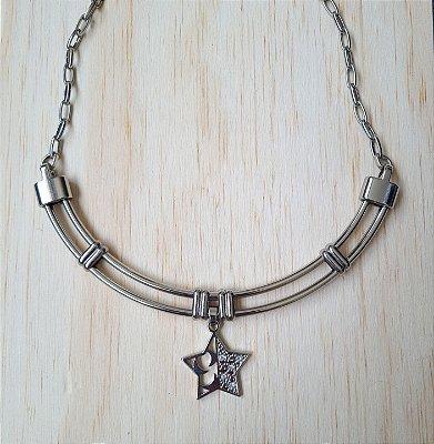 Colar prata rígido com pingente estrela