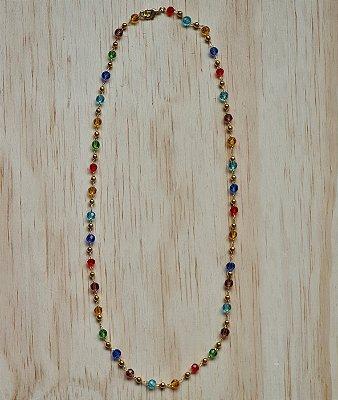 Colar dourado de cristais coloridos