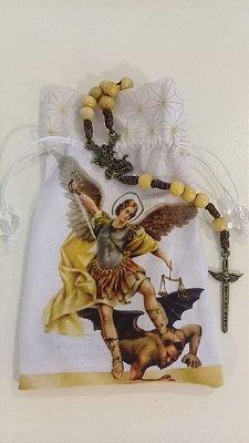 Terço Marfim saquinho São Miguel