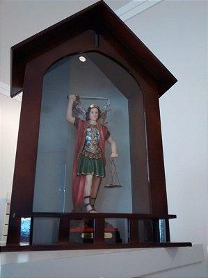 Capela com imagem de São Miguel