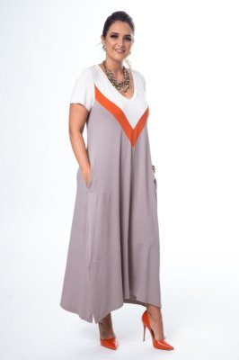 Vestido Amplo Malha Confort Recorte V Kaqui