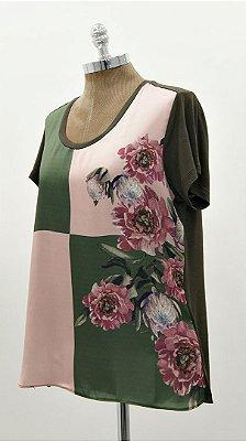 T-Shirt Quadrado Verde e Nude Flor Básico