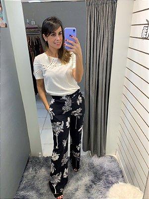 Calça pantalona floral preto e branco