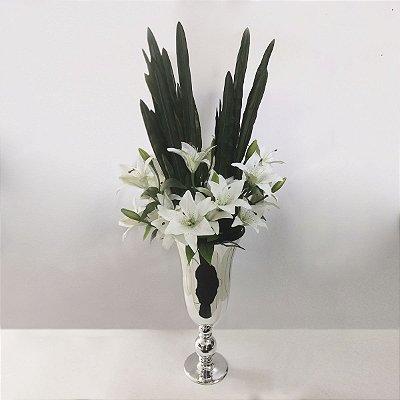 Arranjo de Flores Artificiais de Lírios com Vaso Prata
