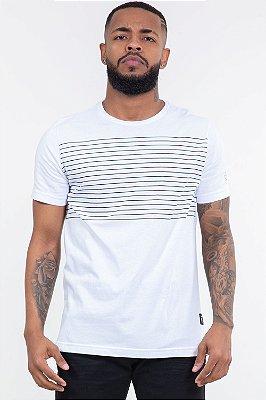 Camiseta manga curta detalhe listras colisão