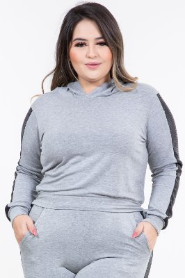 Blusa moletinho com capuz e paetê plus size