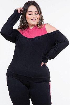 Blusa moletinho bicolor com recorte vazado e capuz plus size