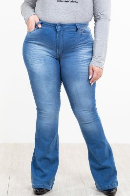 Calça jeans flare bolso bordado plus size