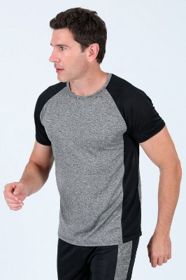 Camiseta com recortes fitness