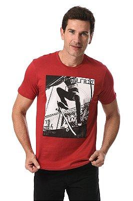 Camiseta manga curta com estampa localizada