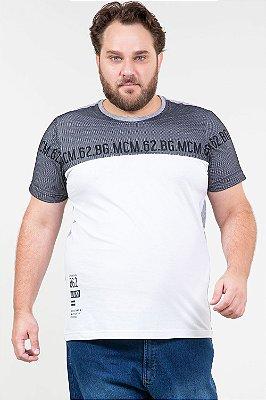 Camiseta manga curta com detalhe de tela plus size