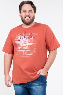 Camiseta manga curta em malha com estampa plus size