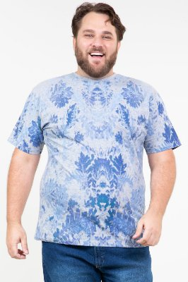 Camiseta manga curta estampa folhagem plus size