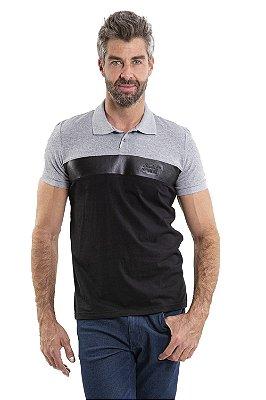Camisa polo manga curta 2 botões e detalhe em cirrê
