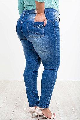 Calça jeans skinny com puídos plus size