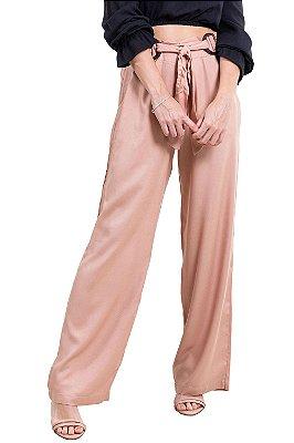 Calça pantalona com bolso e faixa com fivela