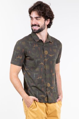 Camisa polo manga curta aberta com botões estampa coqueiro