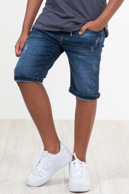 Bermuda jeans molet com detalhe em puídos