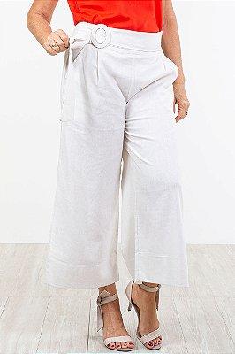 Calça pantalona fenda lateral e cinto em linho