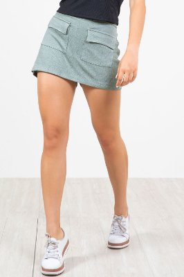 Shorts saia bolsos frontal