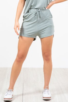 Shorts com detalhe ilhós  em moletinho