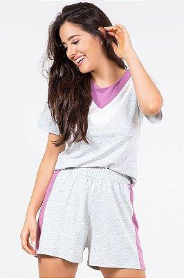 Blusa tricolor com recortes em moletinho