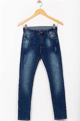 Calça jeans juvenil com desgaste