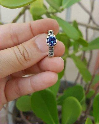 Anel solitário de zircônia azul