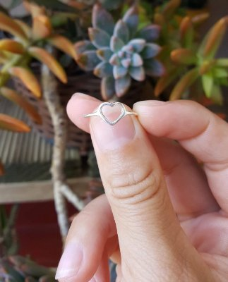 Anel coração pequeno vazado