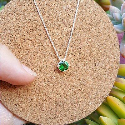 Colar com pingente de zircônia verde-esmeralda