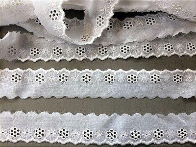 Tira Bordada 3,60 cm - 100% algodão branco | Peça com 14,40 m