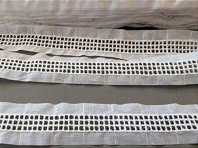 Entremeio ponto palito quadradinho 3,80 cm - 100% algodão branco | Peça com 14,40m