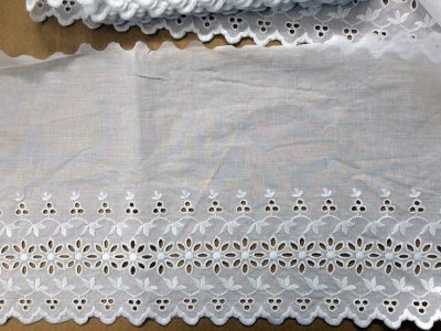 Tira Bordada 28,00 cm - 100% algodão branco | Peça com 7,20 m