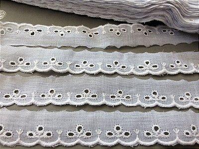Tira Bordada 2,50cm - 100% algodão branco | Peça com 7,20 m