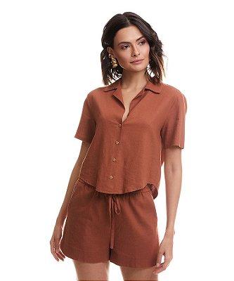 Conjunto camisa com botões e shorts em linho